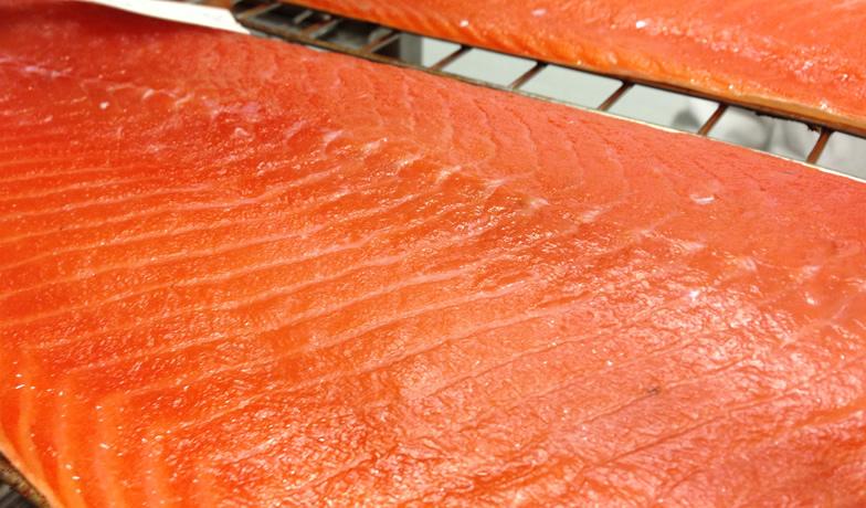 Le lavorazioni del salmone: marinatura e affumicatura